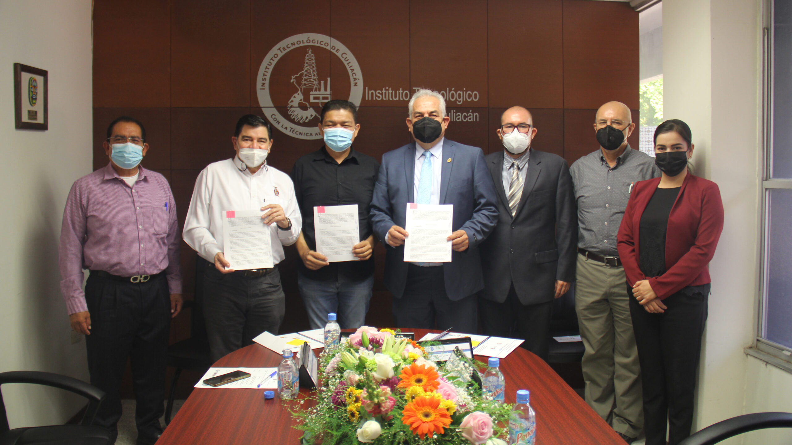 Firma convenio de colaboración el Campus Culiacán y ADECEM